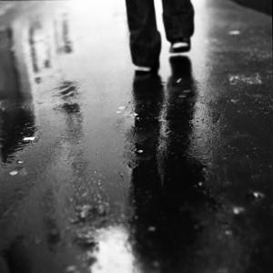 Walking_in_the_rain____by_Chobonaut